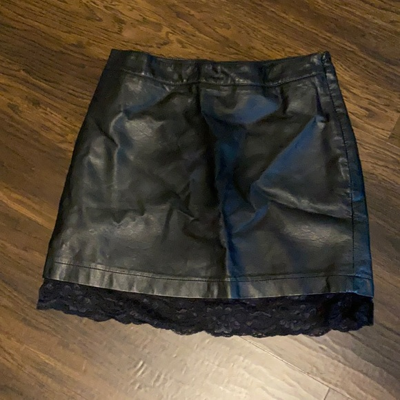 Faux leather black skirt !